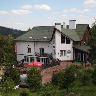 Готель «Звенiв»