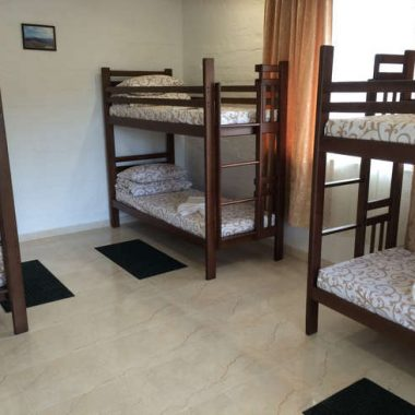 Номери котеджу з двоярусними ліжками (хостелу)